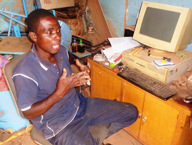 Kushiator Newlove Kwaku dit Providence dans son bureau BRTT © Burkina24
