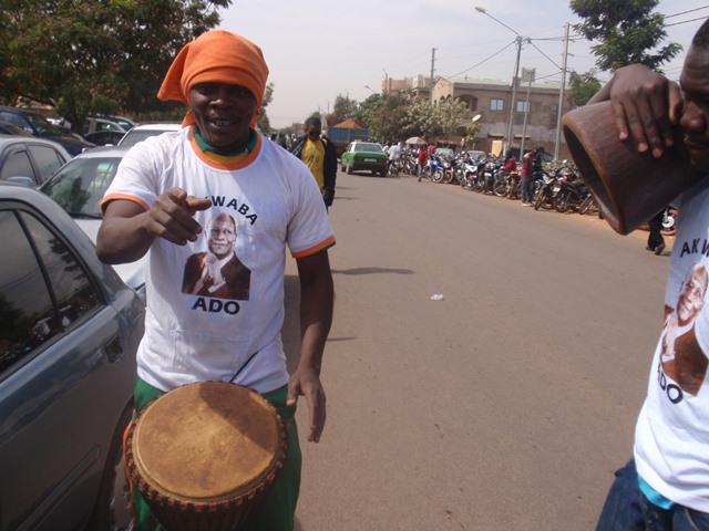 Un partisan du président ivoirien Alassane Ouattara