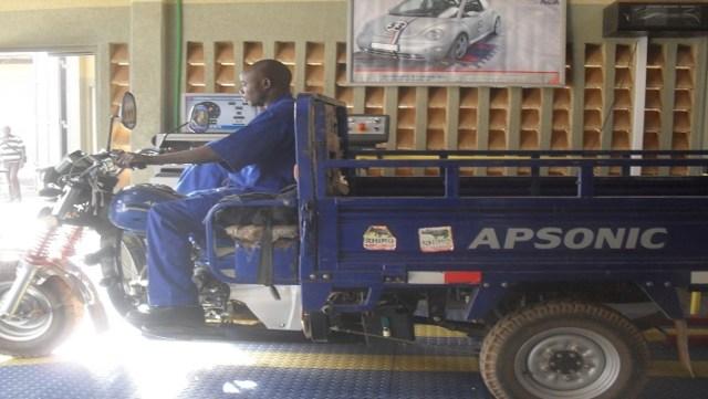 un tricycle effectuant sa première visite au CCVA