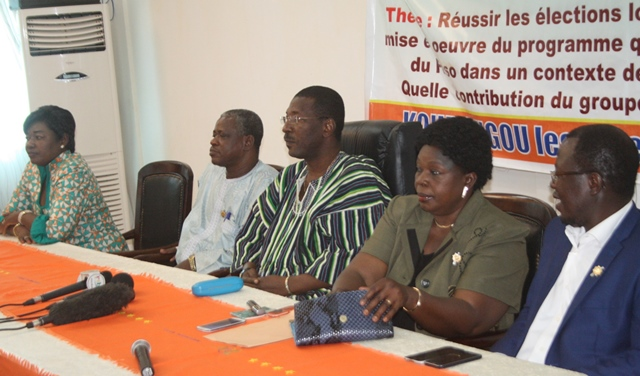 Le présidium à l'ouverture des journées parlementaires du MPP