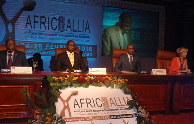 Le présidium à l'ouverture du forum ce 25 février 2016 à la salle des Banquets de Ouaga 2000