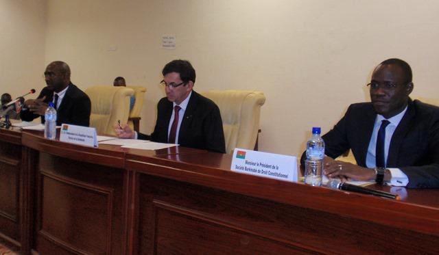 L'ambassadeur de France au Burkina, Gilles Thibault, souhaite que l'exemple burkinabè fasse tâche d'huile sur le continent et ailleurs