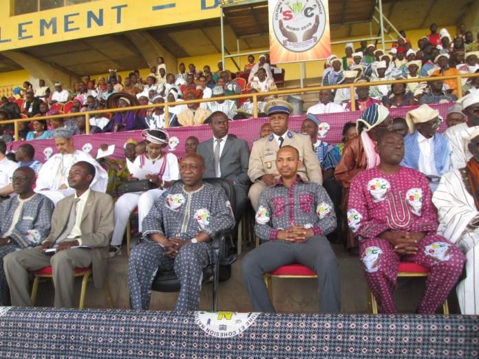 Les officiels à l'ouverture de la Semaine nationale de la culture, au premier rang et 2e à partir de la gauche, le Premier ministre Paul Kaba Thièba ; à sa gauche, le ministre Tahirou Barry