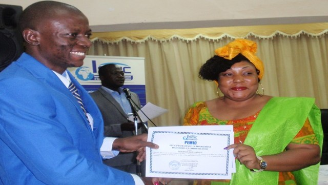 Tyfa Konaté (extrême droite),directrice générale de Cread Names, a représenté le monde de l'entreprise