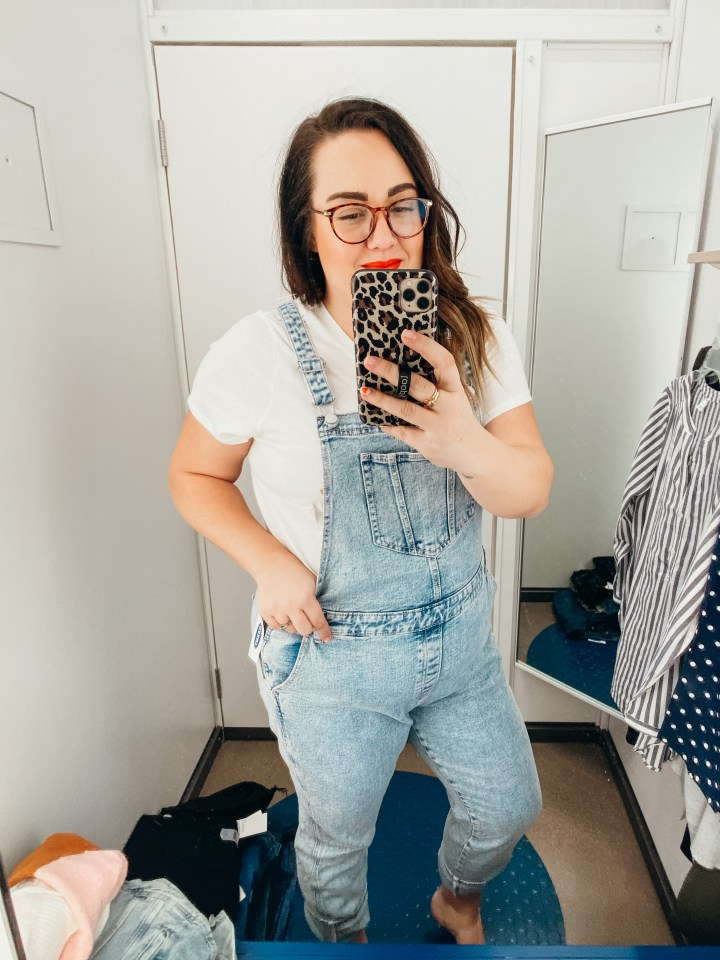 Women at Old Navy in fitting room
