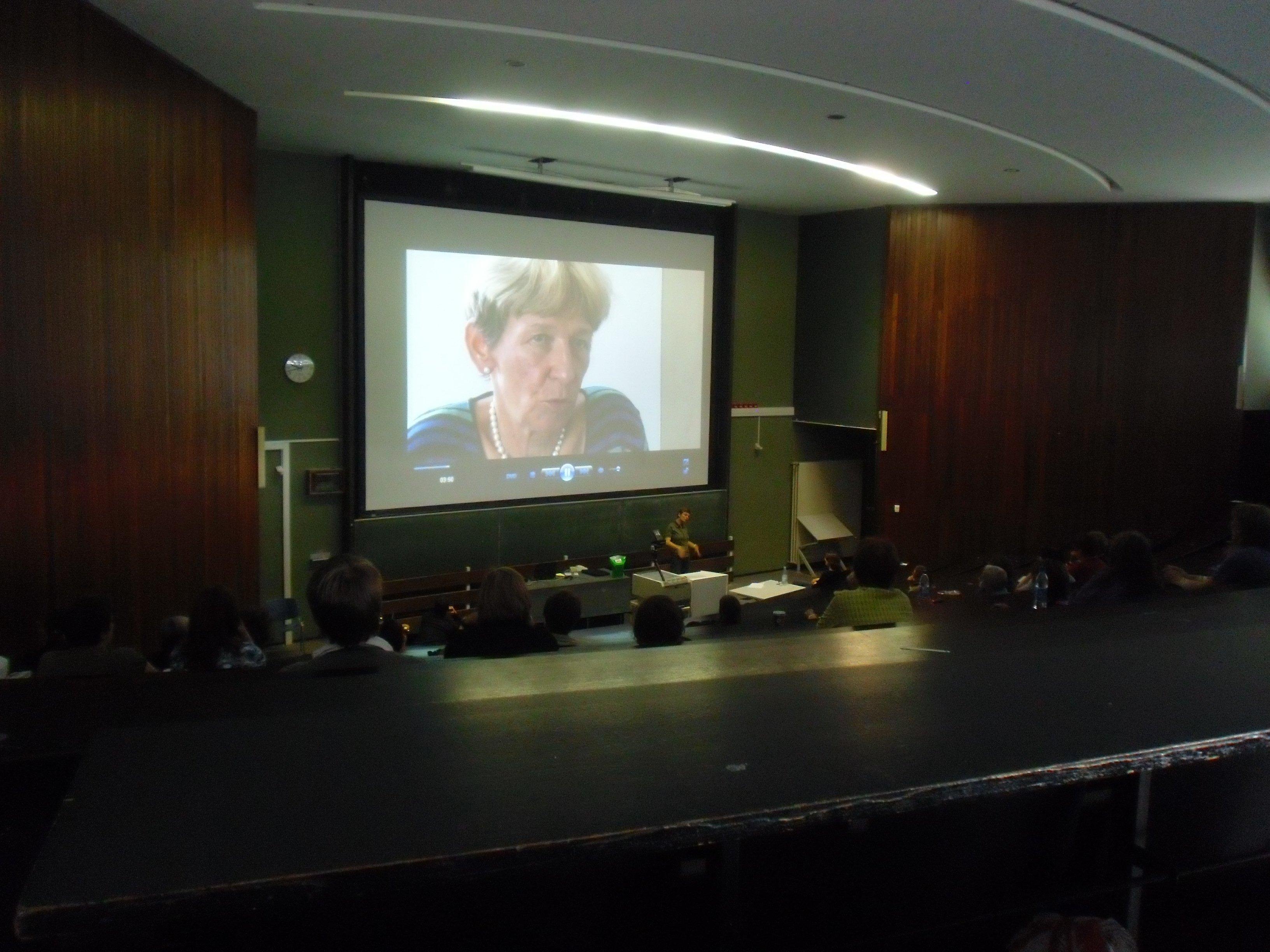Kinosaal LFT - C. Perincioli auf der Leinwand