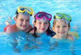 No snow? There are always swimming pools. Check out the available programs and register for a spot.