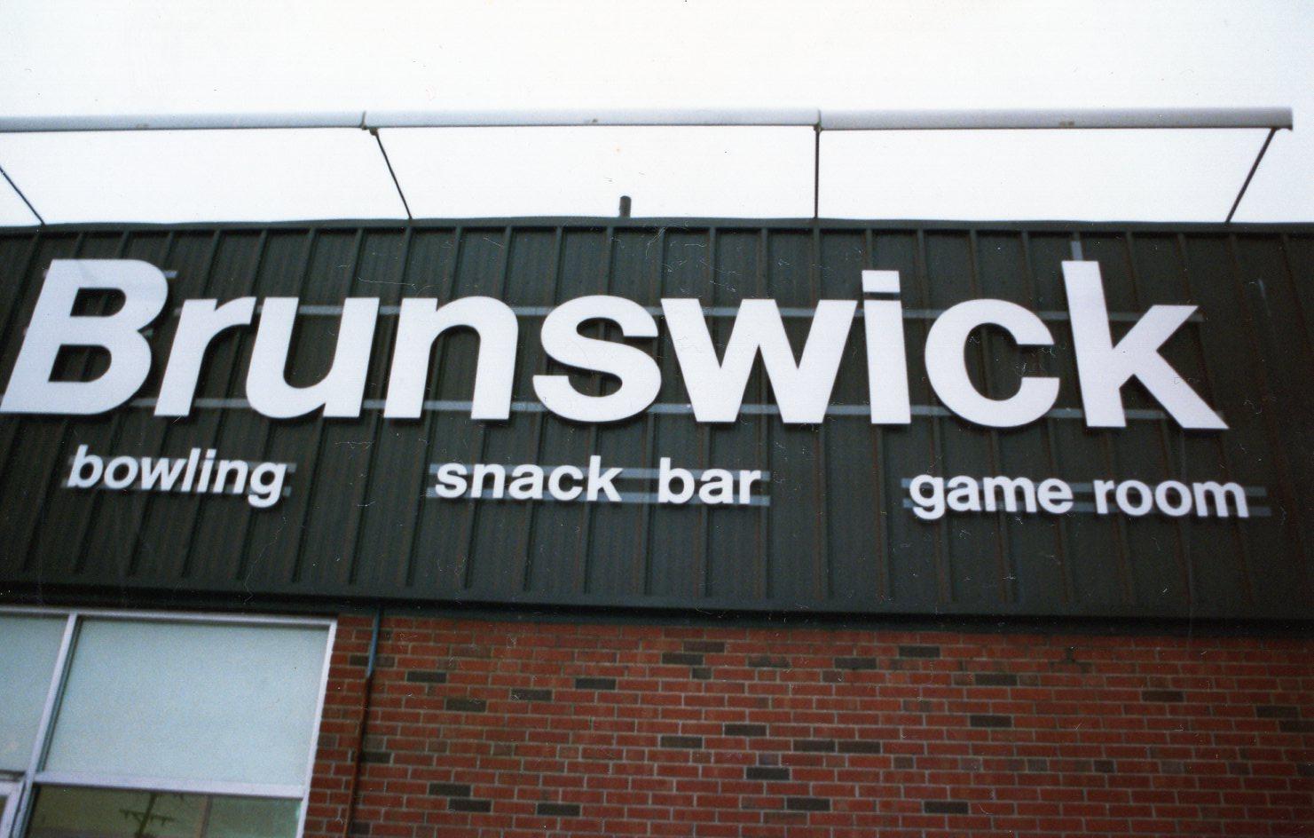 Brunswick sign daytime, Burlington MA