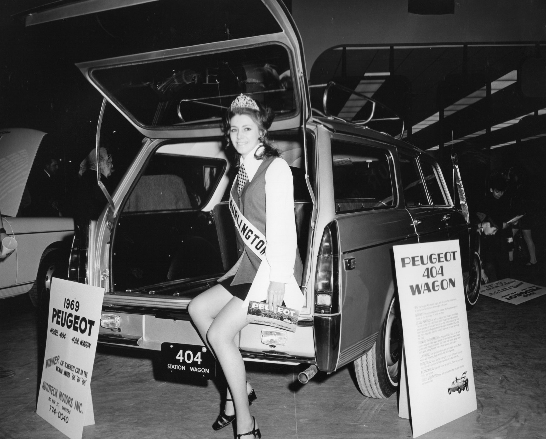 Miss Burlington Peugeot 404