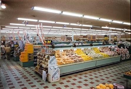 IGA Foodliner fruit display Burlington MA 1962