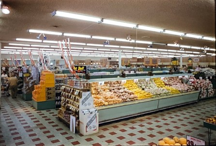 IGA Foodliner fruit display Burlington MA 1962