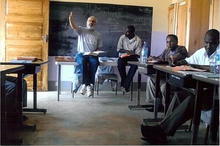 Steve DuCett teaching African ministers