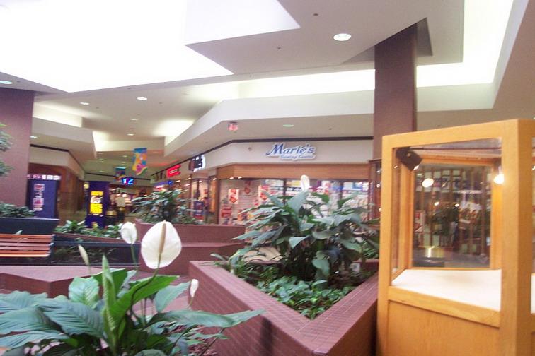 Woburn Mall 2001 -13