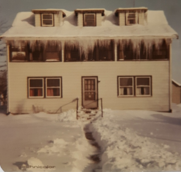 Roebuck house 1970, Woods Corner, Burlington MA. Photo credit: Mary (Roebuck) Oliver