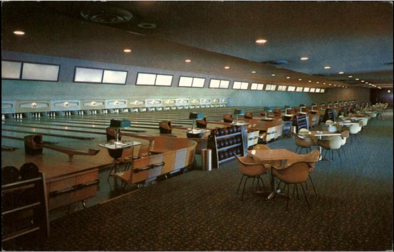 Bowl-A-Way Burlington, MA 1960s postcard