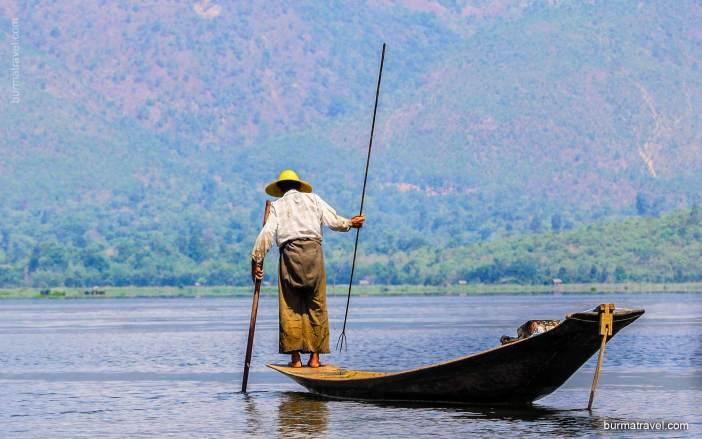 one-leg-Rowing-Intha-Fisherman-1