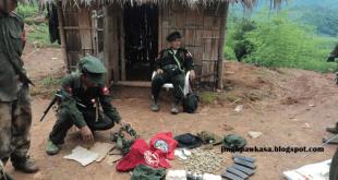 မြန်မာတပ်မှ ဖမ်းဆီးရမိသော ကျည်ဆံများကို စစ်ဆေးနေစဉ်