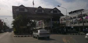 မြဝတီသို့ဝင်ရောက်ရန် မဲဆောက်မှအထွက်ဂိတ်ကို ယနေ့မြင်ရပုံ( ပုံ- လွတ်လပ်သော မွန်သတင်အေဂျင်စီ)