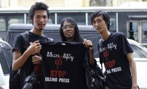 မီဒီယာဖိနှိပ်မှုကိုဆန့်ကျင်သူများ (Photo-Reuters)