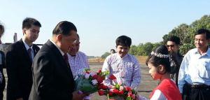 ထိုင်းဝန်ကြီးချုပ်ဟောင်း ချာဗလစ်အား ကြိုဆိုနေစဉ်(TLT)