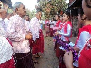 ချောင်းဆုံမြို့နယ်အဆင့် မွန်ဒီမိုကရေစီပါတီ ရုံဖွင့်ပွဲအခမ်းအနားတွင် နိုင်ငွေသိမ်းအား တွေ့မြင်ရပုံ
