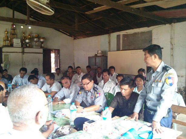 ရဲမှူးမြင့်သော်ရှင်းပြနေစဉ်(IMNA)