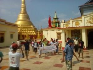 ထားဝယ်ကျောင်းသားများ ရေးမြို့ရွှေဆံတော်ဘုရားရောက်ရှိစဉ်(AKKA)