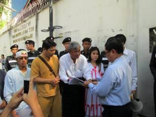 BKK1 မြန်မာသံရုံးကိုယ်စားလှယ်ထံတောင်းဆိုချက်များပေအပ်စဉ်(TACDB)