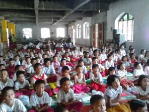 တာပသွန်ကျေးရွာတွင် နွေရာသီ မွန်စာပေသင်ကြားနေစဉ်(MNA)