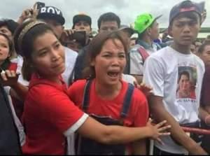 ဒေါ်အောင်ဆန်စုကြည်နှင့်တွေ့ဆုံခွင့်မရသဖြင့် ဒေါသထွက်နေသောမြန်မာအလုပ်သမတစ်ဦး(Internet)