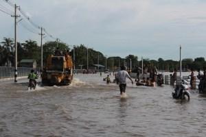 သံလွင်မြစ်ရေ မြင်တက်ချိန်တွင် ကမ်းနားလမ်း၌ရေလွှမ်း(MNA)