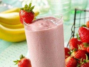 strawberry-banana--almond-milk-smoothie-