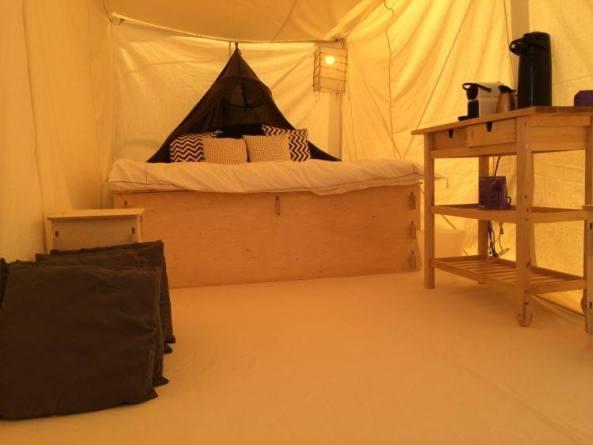 2014 lost hotel bedroom