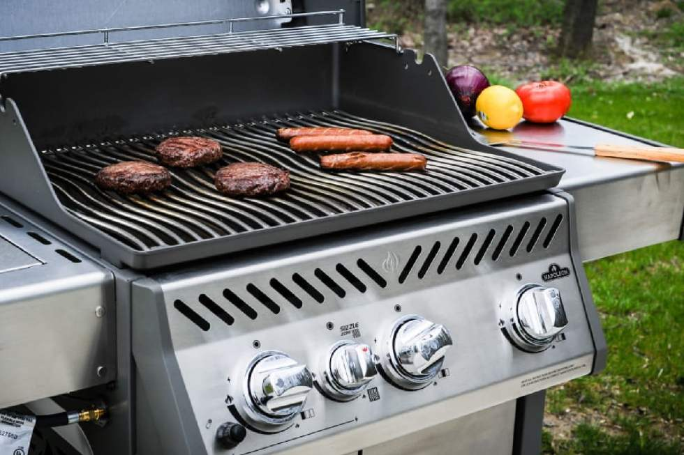 4 Gas Grills For The Ultimate BBQ 2