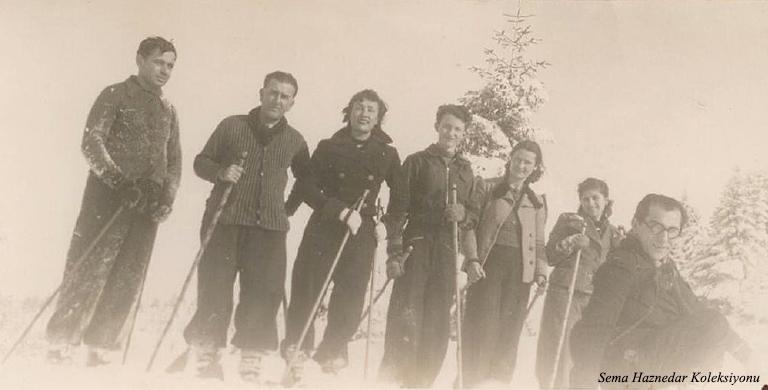 Soldan Ekrem …, Tayyar Akkeskin, Saadet…, Sevim Akkeskin, Şahsine Altıok,…sağ başta Musa Ataş