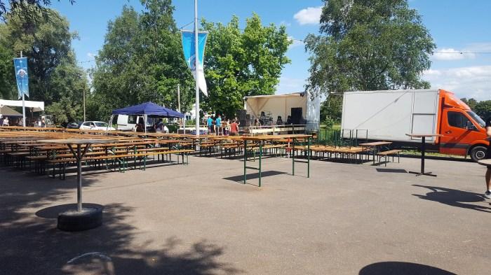 Band - Bühne - Tanzfläche