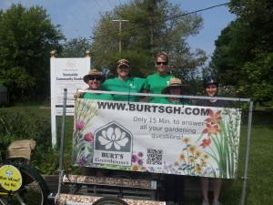 United_Way_Volunteers_at_Sunnyside_Community_Garden_4[1]