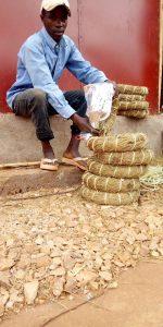 Burundi : Un fabricant d'INGATA explique son métier ( Photo : ikiriho 2018 )