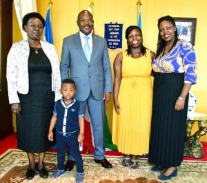 Burundi / Génocide du Rwanda :  Le Chef d'Etat reçoit la Veuve NTARYAMIRA Cyprien ( Photo : INDUNDIMAG  2019)