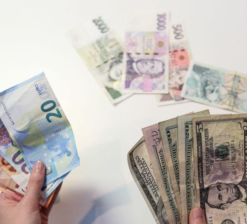 koruna dollar euro