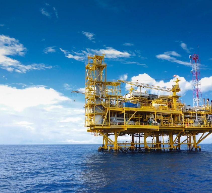 Offshore construction platform for production oil