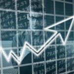 Akciové fondy loni vynesly 2,5 pct, dluhopisové 1,05 pct.