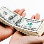 Dolar sestoupil na nejnižší úroveň od února