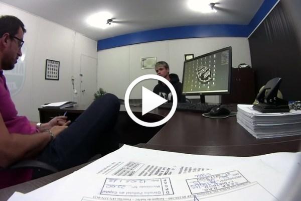 Vídeo mostra suspeito tentando subornar delegado em Curitiba