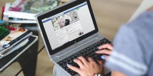 Lee más sobre el artículo Facebook flexibiliza sus políticas publicitarias sobre blockchains y criptomonedas