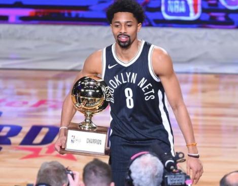 En este momento estás viendo NBA: El guardia de los Brooklyn Nets, Spencer Dinwiddie, planea lanzar un token digital para que otros inviertan en su contrato