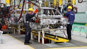 Lee más sobre el artículo La industria automotriz se está reduciendo a medida que el mundo alcanza el «auto pico», y está arrastrando a toda la economía global.