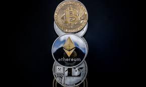 En este momento estás viendo Ether eclipsa a Bitcoin en un mes sombrío por precios criptográficos