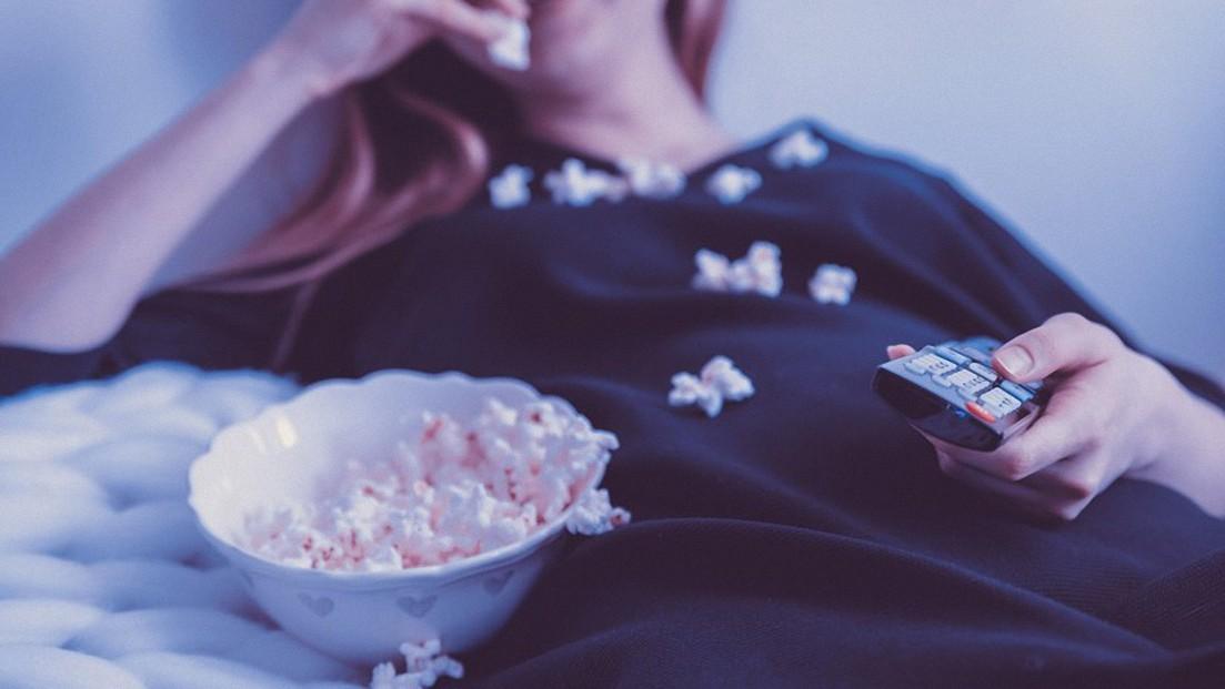 Los peligros para la salud del picoteo antes de dormir