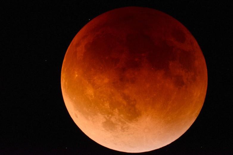 """""""Superluna de sangre"""": Lo que debes saber sobre el raro y triple fenómeno"""